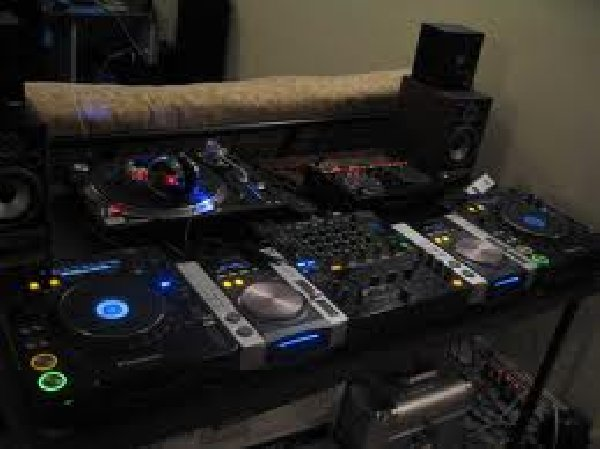 discounted sales yamaha tyros 4 keyboard pioneer cdj 1000 mk3 new pioneer djm 800 for sale. Black Bedroom Furniture Sets. Home Design Ideas
